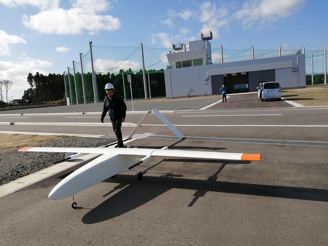 04_翼長4m固定翼型長距離無人航空機