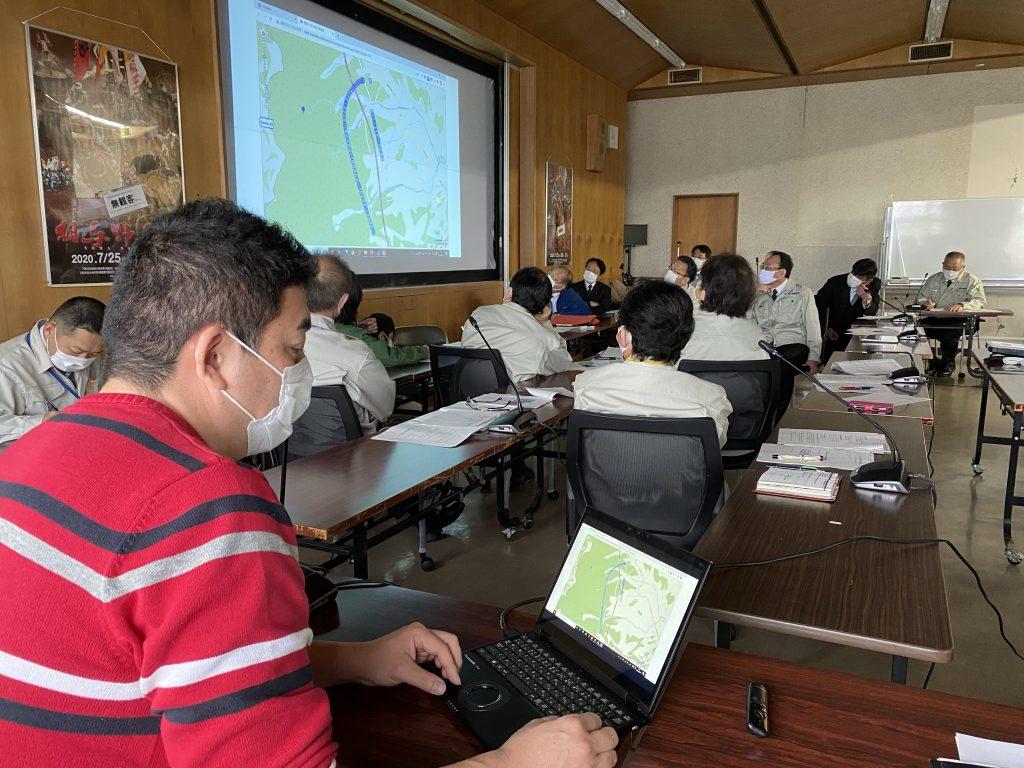 災害対策本部の様子②(左:当社・松浦代表)